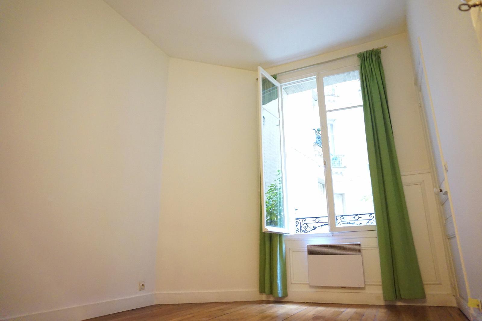 vente appartement de 56 m en rez de chauss e paris 16. Black Bedroom Furniture Sets. Home Design Ideas
